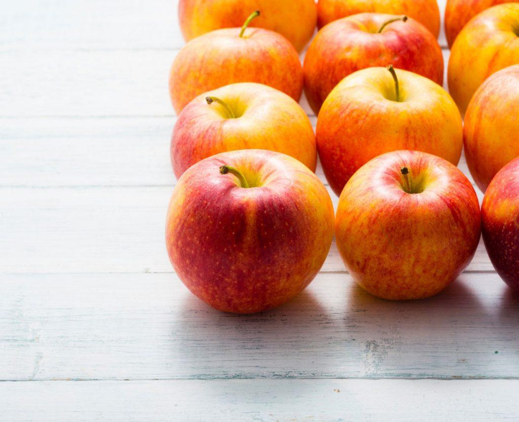 Apples arranged on a table